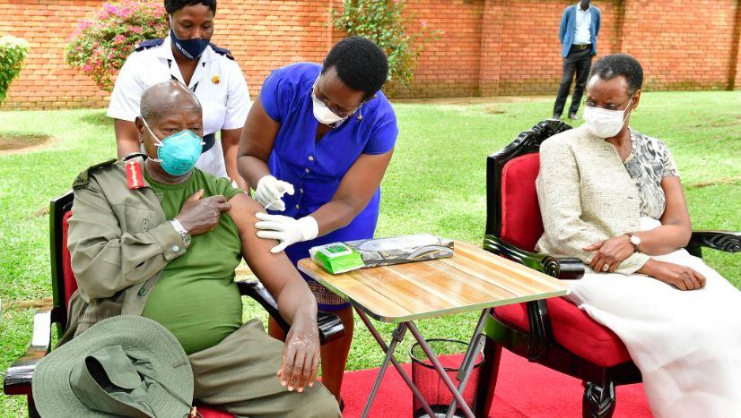 President-Yoweri-Museveni-recieves-his-covid-19-vaccine